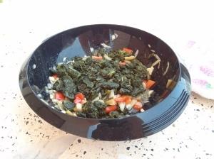 Espinacas con pimiento, cebolla y ajo.