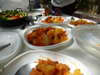 Patatas guisadas al sol con pisto